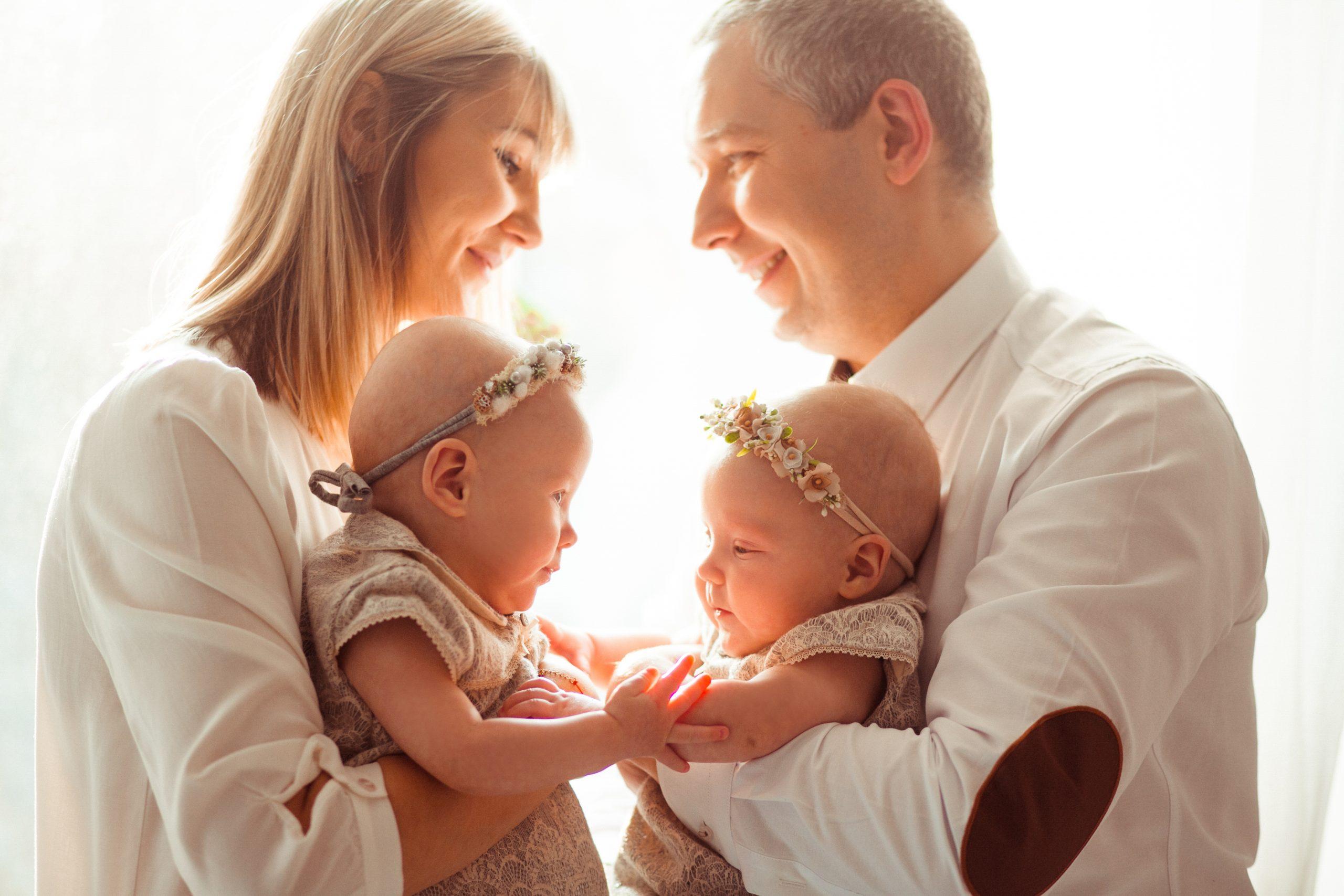 Ropa para gemelos y mellizos: consejos para vestirlos