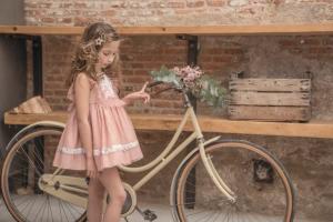 colección de moda infantil primavera-verano para niña
